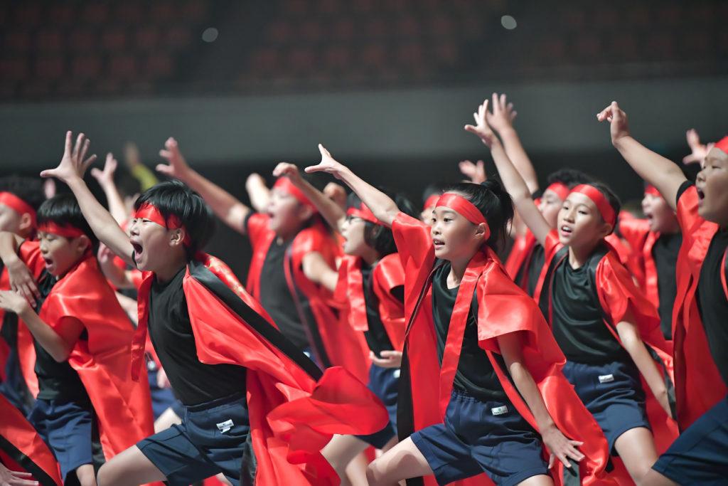 大阪城ホールで踊る子ども達